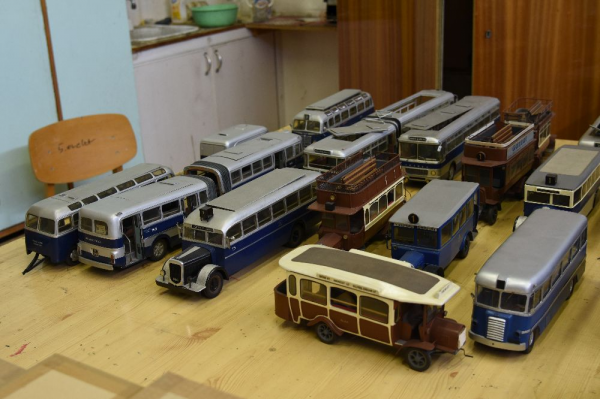 Trolley bus restoration